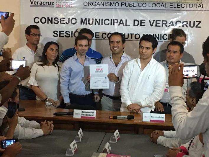 Recibe Fernando Yunes constancia de mayoría; su prioridad, mejorar los servicios públicos