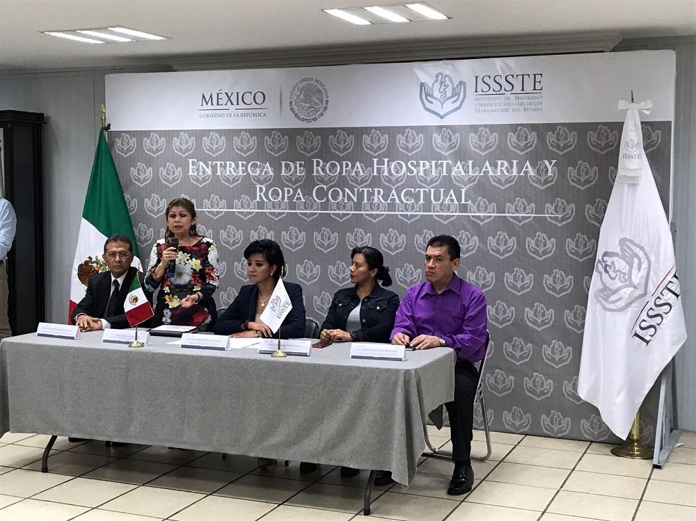 Entregan uniformes a personal del ISSSTE en Xalapa