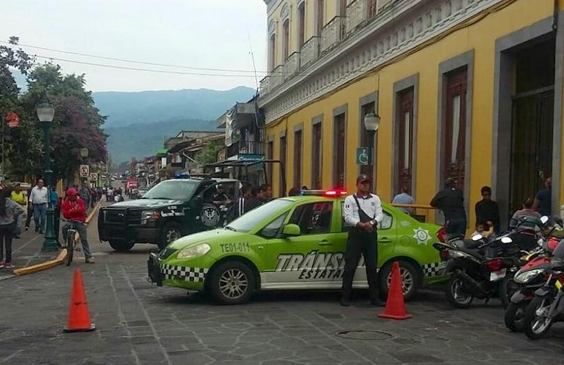 Ayuntamiento ordena operativo para desalojar comerciantes ambulantes en centro de Coatepec
