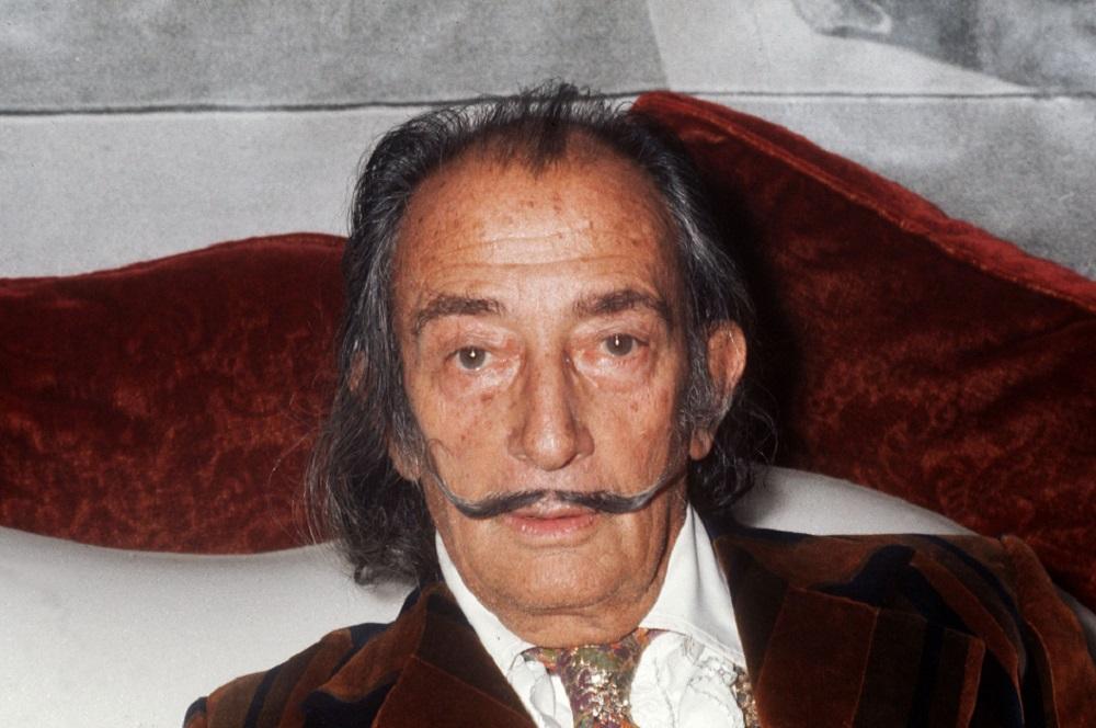 Ordenan exhumar restos de Dalí por demanda de paternidad