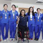 Visitan medallistas de taekwondo a directora del IVD