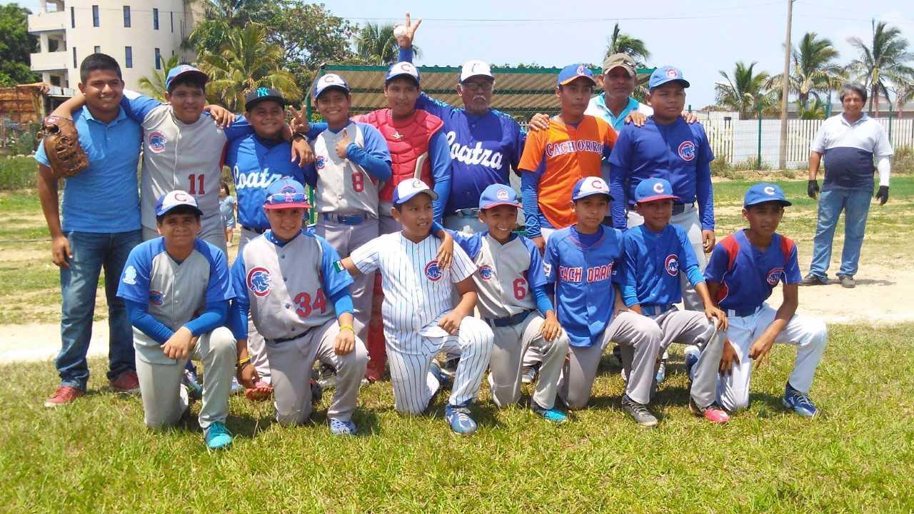 Cachorros de Coatzacoalcos a un paso de la serie final en liga regional de béisbol