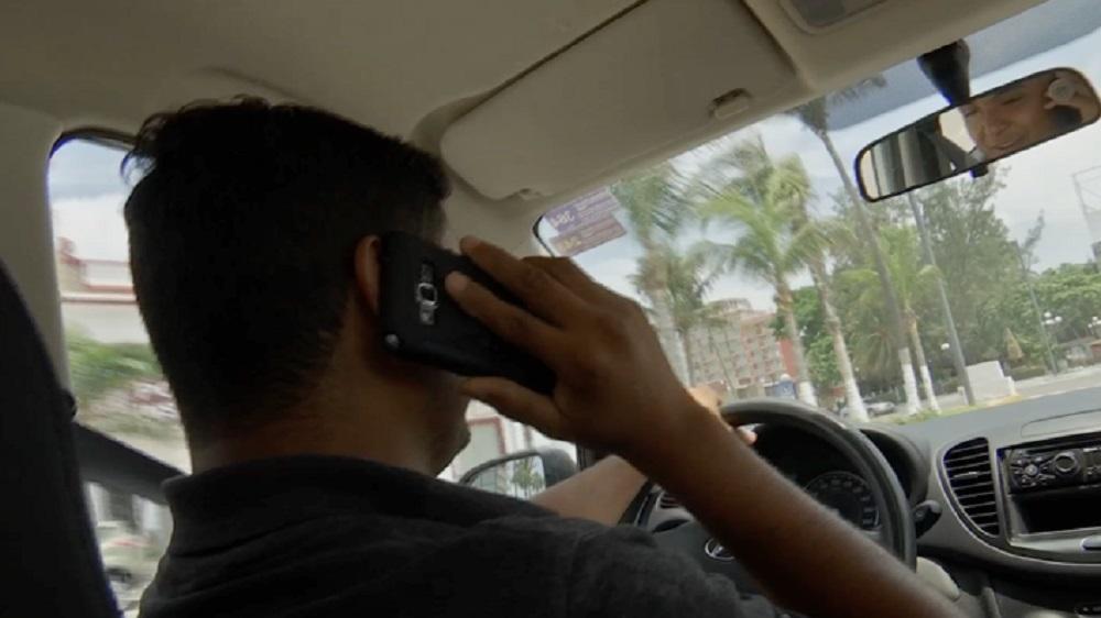 Teléfono móvil, detonante para que se registren accidentes: Tránsito de Veracruz puerto
