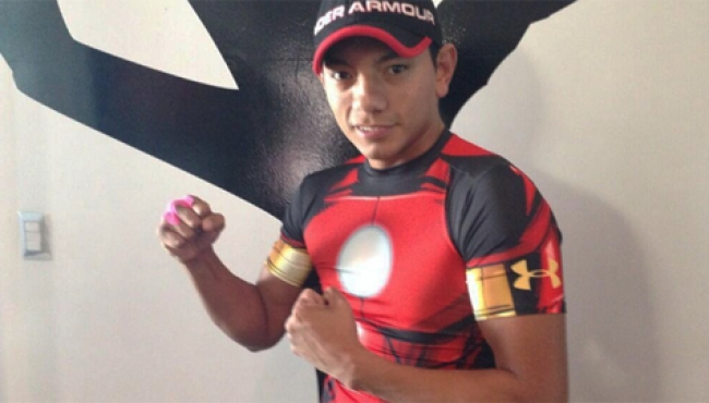 Boxeador Cristian Mijares gana y levanta la mano para pelea titular
