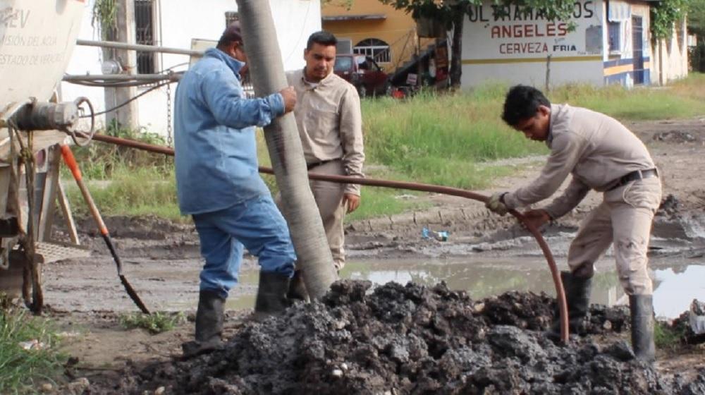 Inician trabajos de desazolve en red de drenaje y alcantarillado en Pánuco