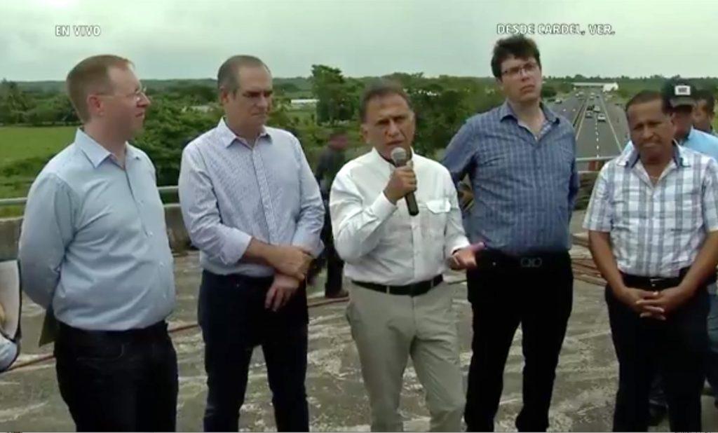 Gobernador Yunes anuncia rehabilitación de carreteras y conclusión de Torre Pediátrica