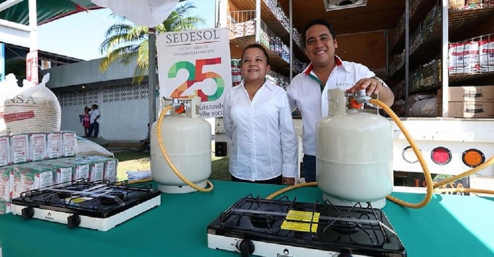 Gobierno federal e industria del gas LP entregan estufas en Oaxaca y Veracruz