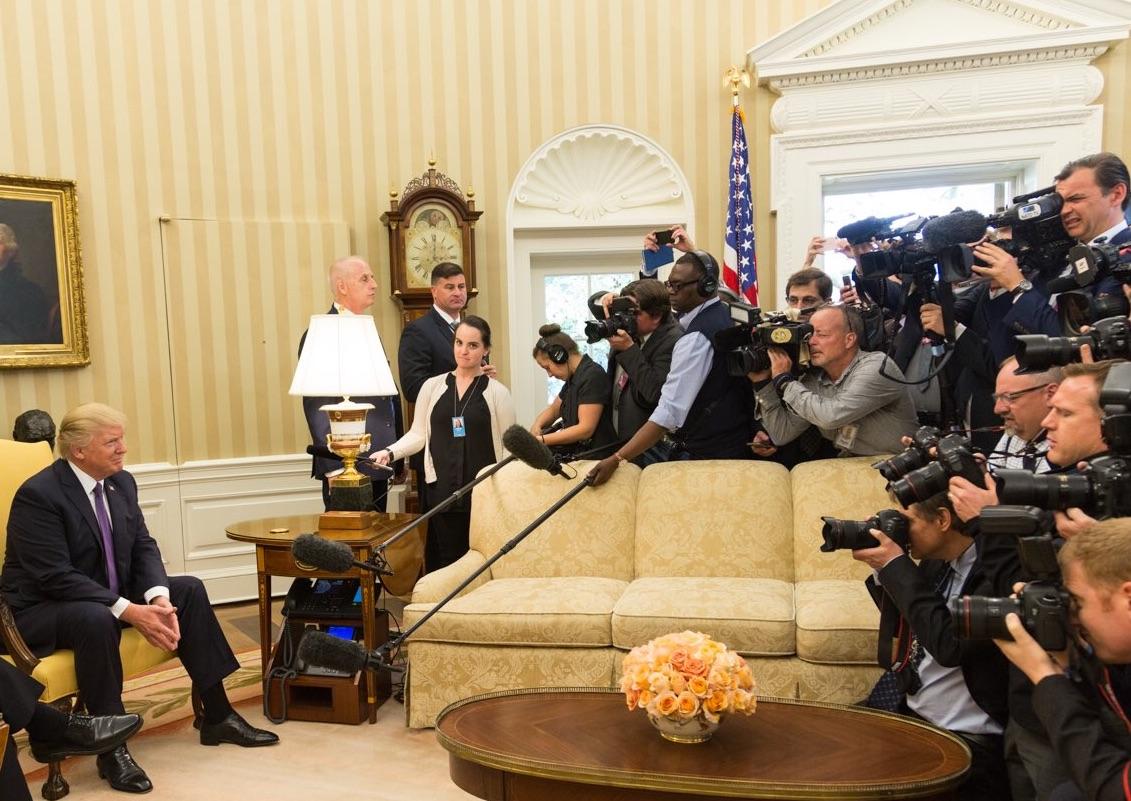 Jefe de gabinete de Trump estaría detrás de filtraciones a prensa