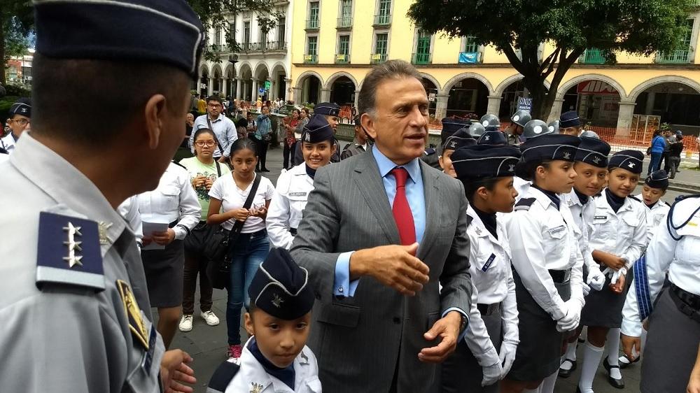 Gobernador Yunes despide y desea suerte a equipo de pentatlón deportivo militarizado