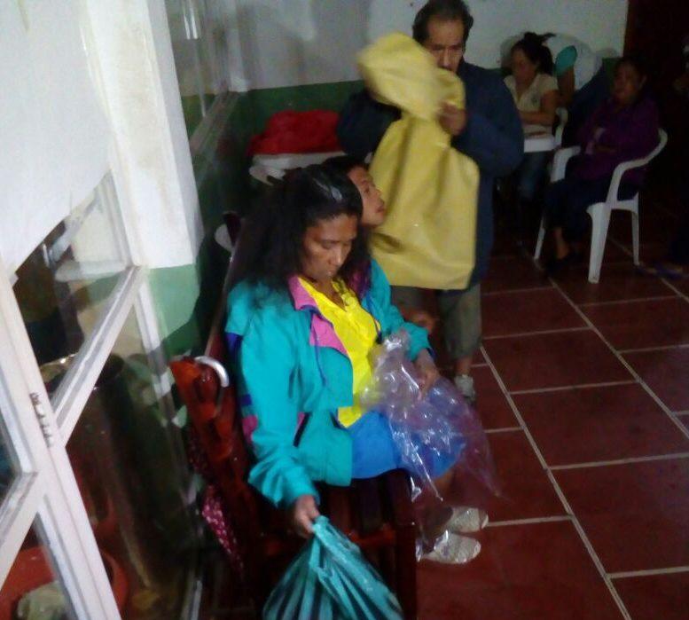Habitantes de Costa Esmeralda acuden ya a los albergues para resguardarse por la llegada del huracán