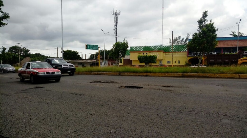 Piden rehabilitación de bulevar en Minatitlán