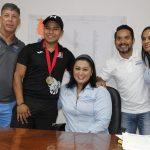 Recibe directora del IVD a medallista mundial Eliezer Buenaventura