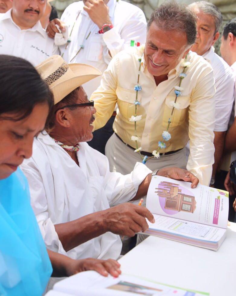 Veracruz, primer lugar nacional en personas alfabetizadas: Gobernador Yunes