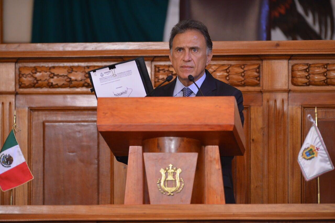 Gobernador Yunes veta reforma a la Ley que autorizaba peleas de gallos y vaquilladas