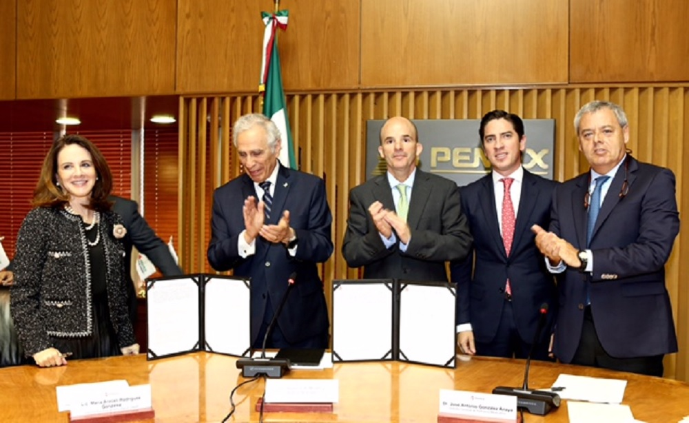 Pemex y Fundación UNAM suscriben un contrato de donación para otorgar becas a estudiantes