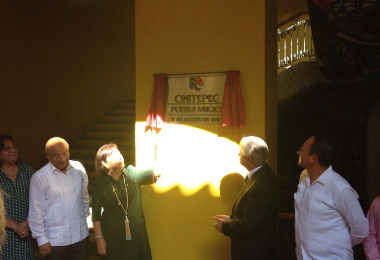 Develan placa en Coatepec con el nombramiento de Pueblo Mágico
