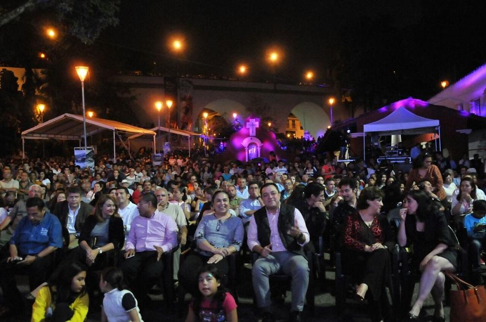 Inicia el Festival de las Flores, Xalapa llena de Luz