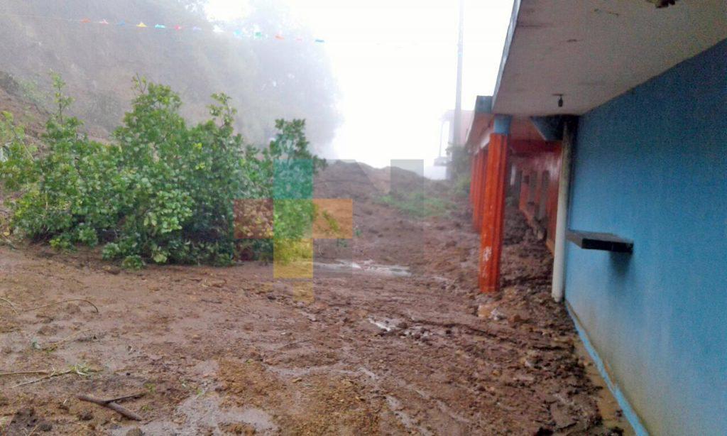 Seis casas afectadas por derrumbe en Tlacolulan