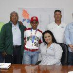 Medallista mundial de beisbol en Taiwan visita el IVD