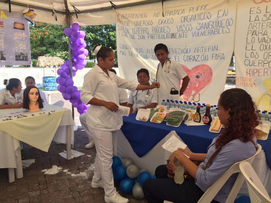 Estudiantes de enfermería de la UPAV promueven temas de prevención