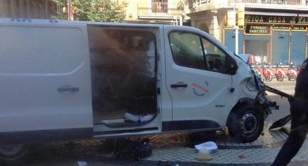 Abatido conductor de camioneta que mató a 15 personas en Barcelona