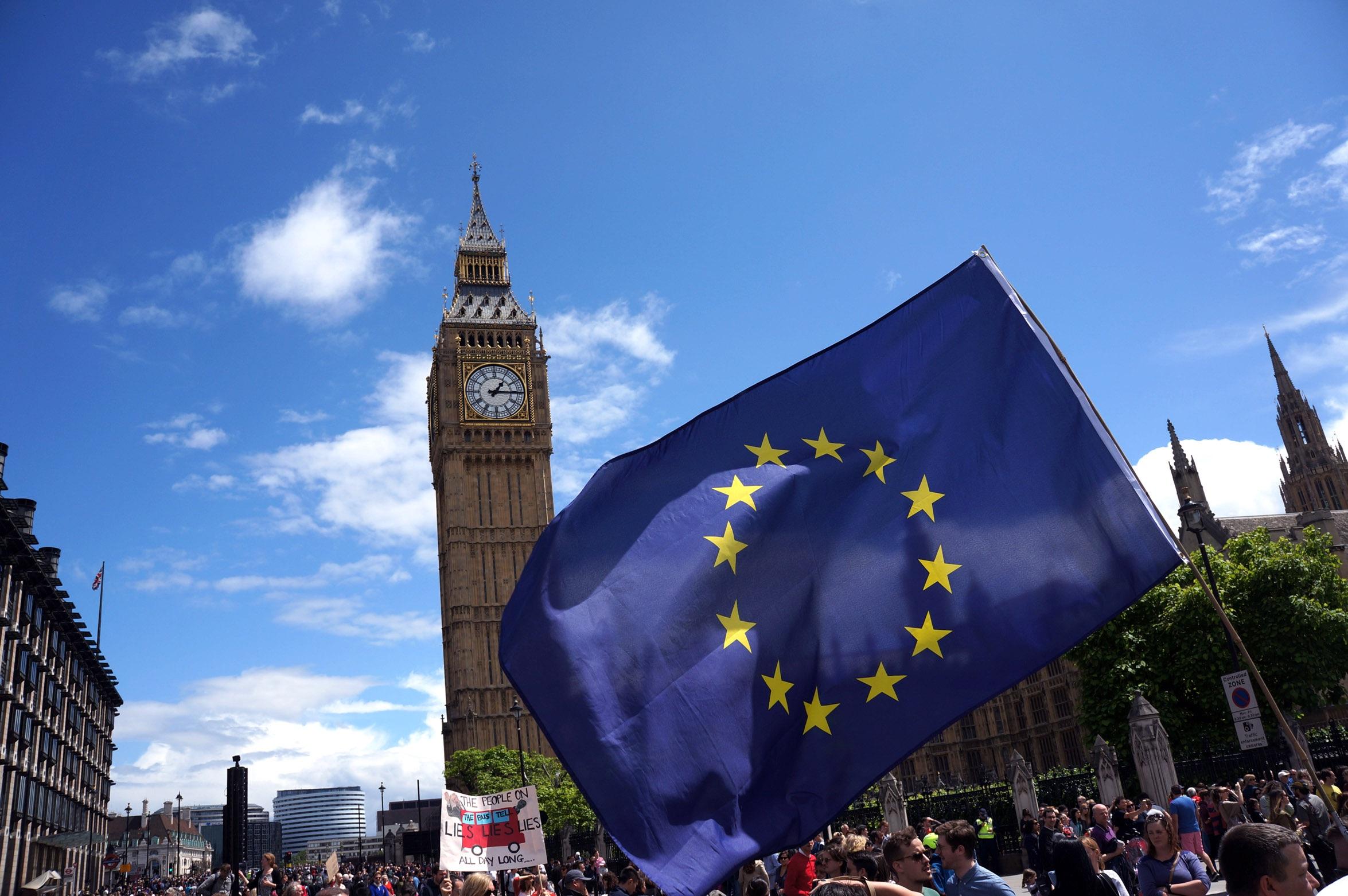 UE alcanza un acuerdo de Brexit con el Reino Unido