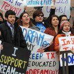 """""""Dreamers"""" demandan a Trump por terminar con el programa migratorio"""