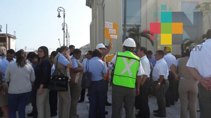 Evacuan edificio de Apiver por sismo con epicentro en Oaxaca
