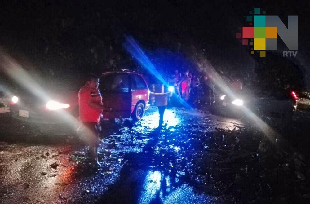 Lluvia provoca deslave en cerro del Esquilón y encharcamientos en Jilotepec y Banderilla