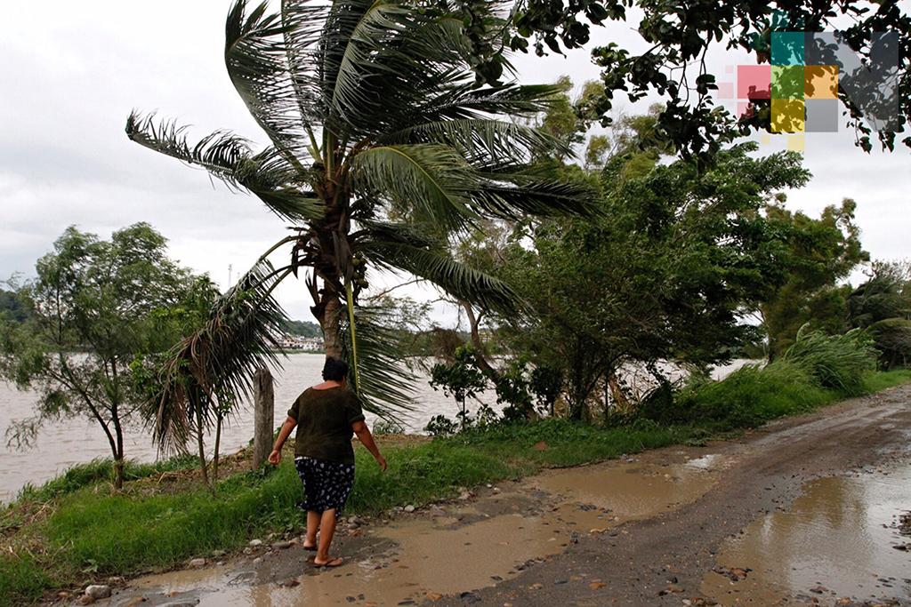 Alertan por tormenta tropical Rosa al suroeste de Manzanillo, Colima