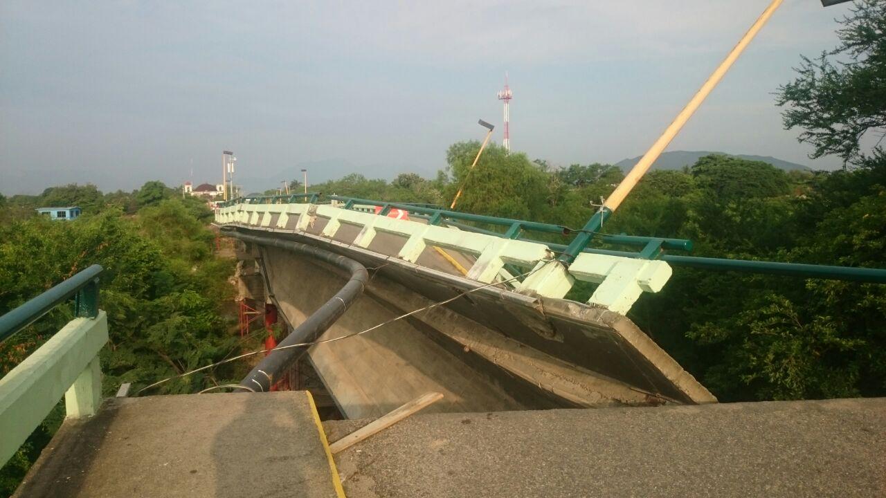 Cae puente Ixtlaltepec, en Oaxaca, por el sismo de esta mañana