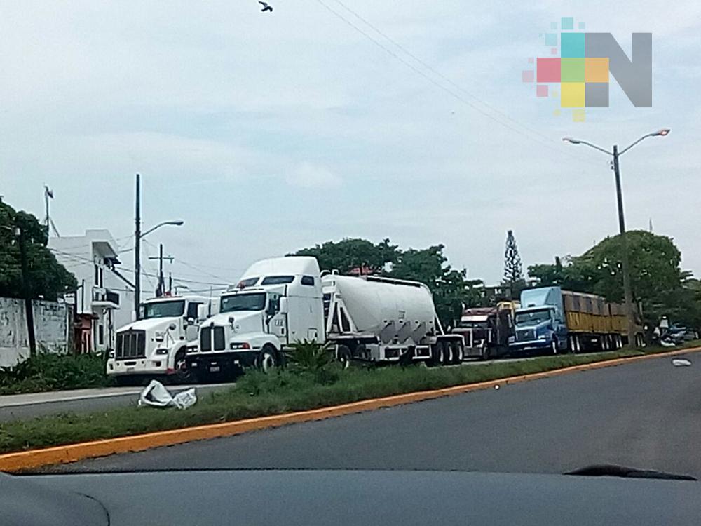 Transporte de carga sin respetar restricciones de horarios para circular