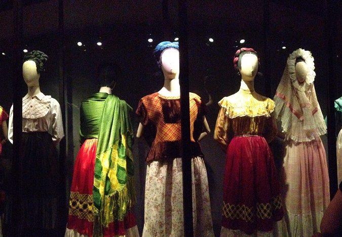 Exposición de Frida Kahlo rompe récord en Londres y prepara gira mundial