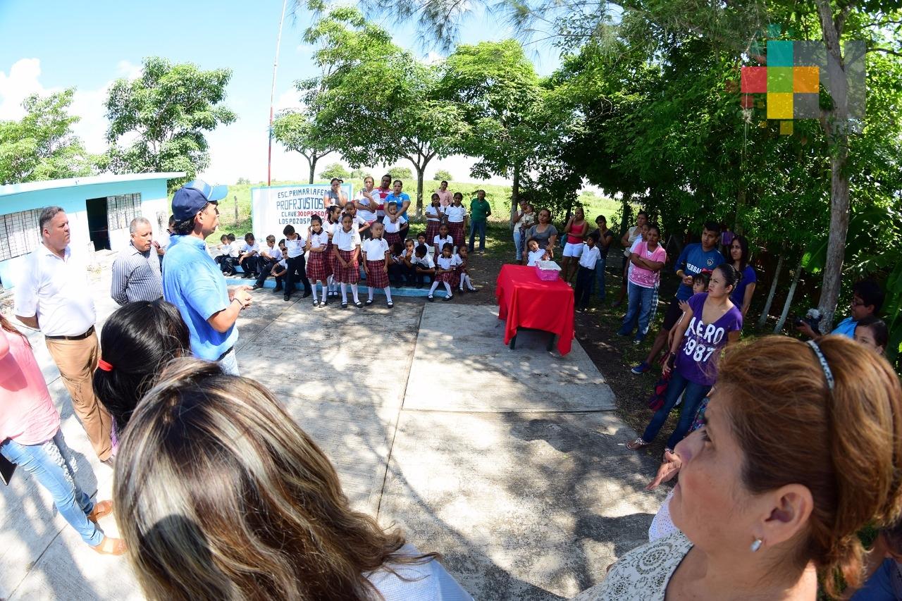 Alcalde de Pánuco atiende solicitud de escuela para reconstrucción