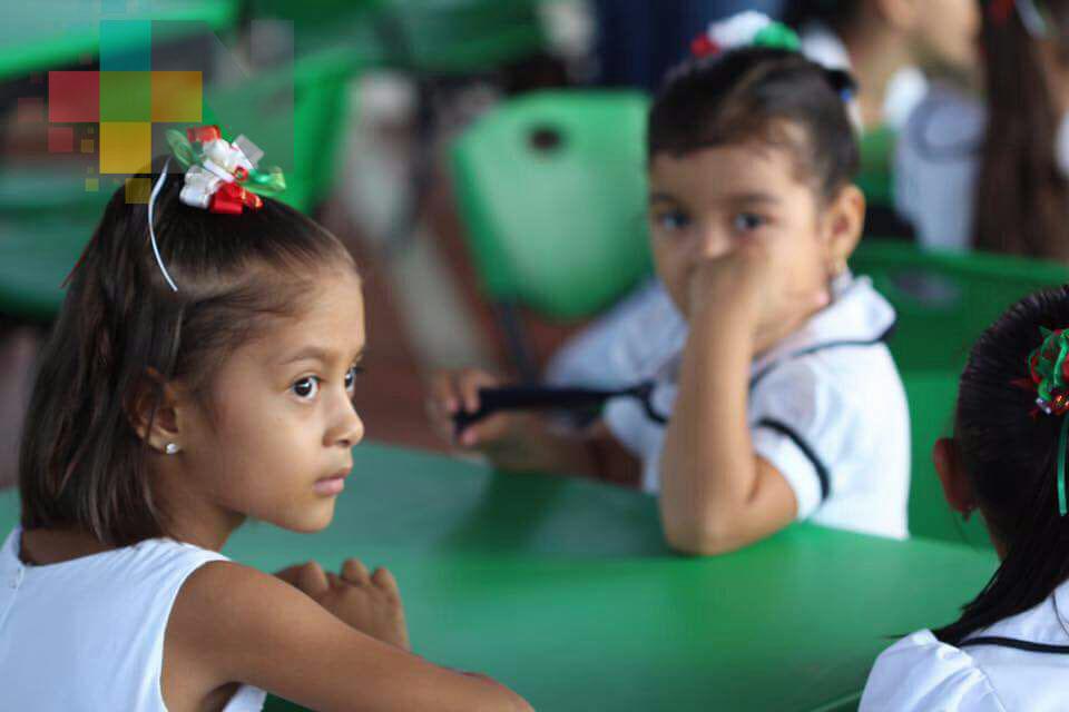 En Coatzacoalcos, regiduría ha recibido 30 solicitudes por falta de docentes
