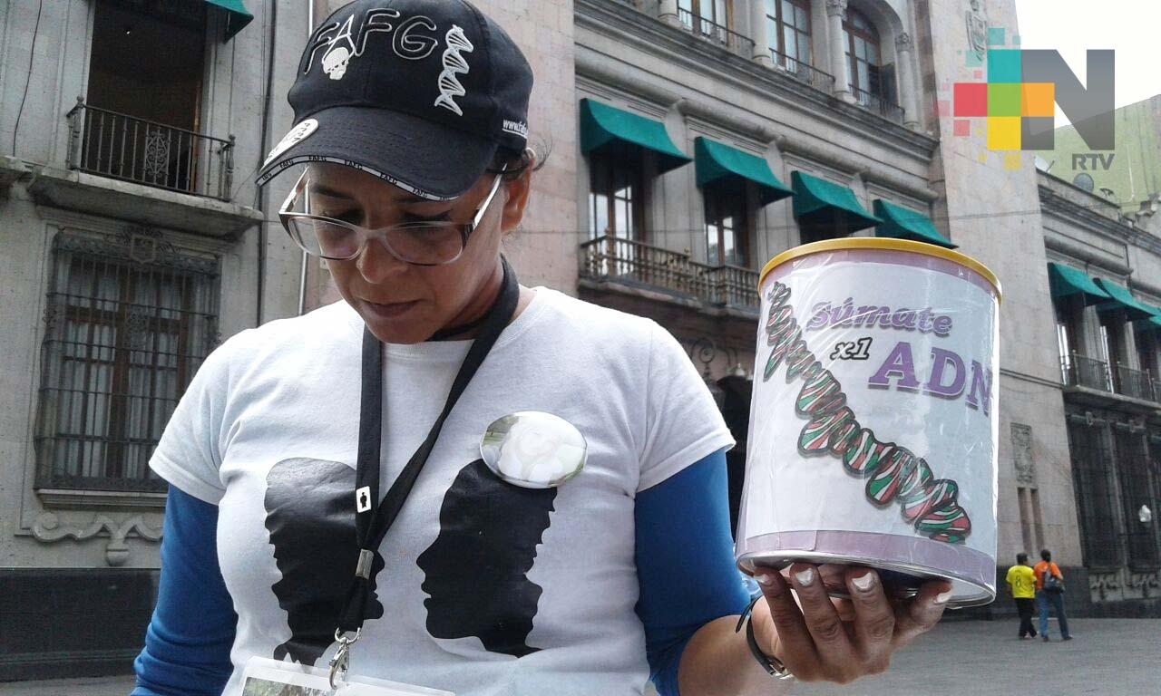 """Familiares de desaparecidos realizaron la campaña """"Súmate por un ADN"""" en Xalapa"""