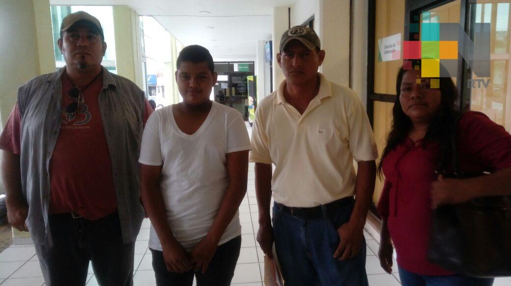 Sigue tomada secundaria de Villa Cuichapa por falta de docentes