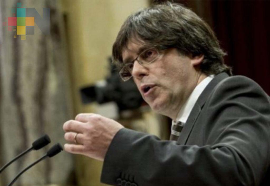 Puigdemont deja en suspenso independencia de Cataluña y llama al diálogo