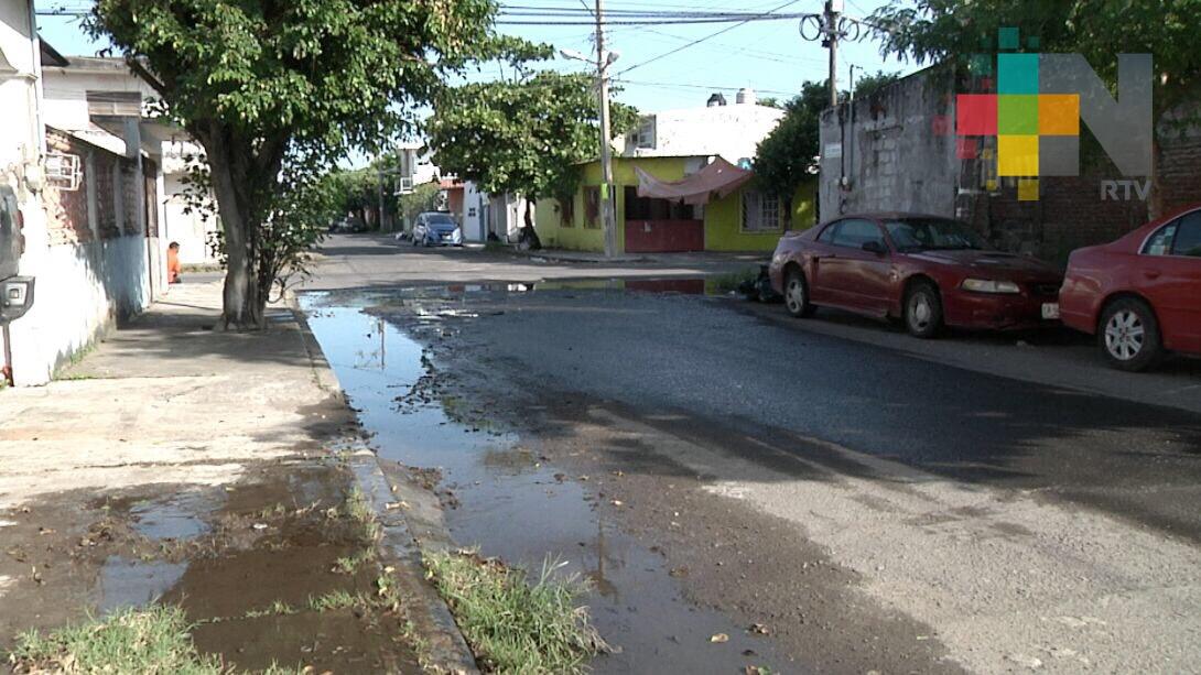 Fuga de agua en colonia Playa Linda de Veracruz