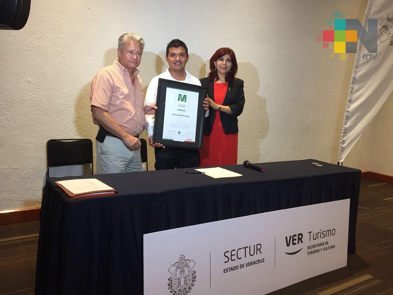 Entregan distintivos M a prestadores de servicios turísticos en Veracruz