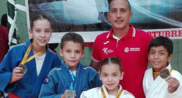 Triunfan judocas veracruzanos en Décima Copa Toluca 2017