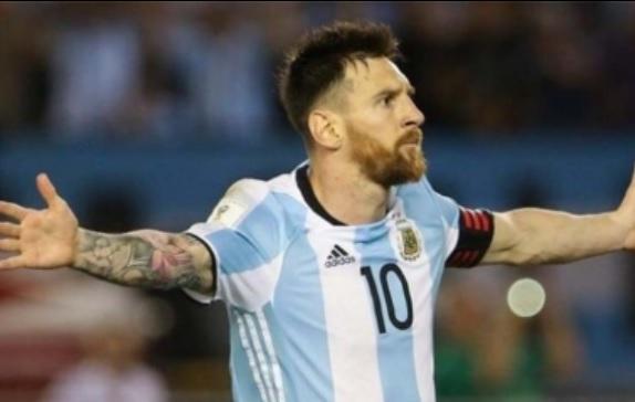 """Argentina se rinde a los pies de un """"épico"""" Messi"""
