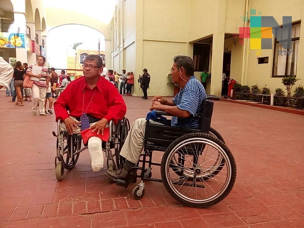 Ayuntamiento de Coatzacoalcos entrega credenciales a personas con alguna discapacidad