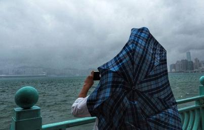 Tifón Khanun toca tierra en China; hay casi 400 mil afectados