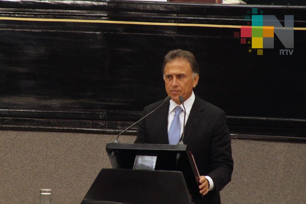Gobernador Yunes compareció ante el Congreso del Estado