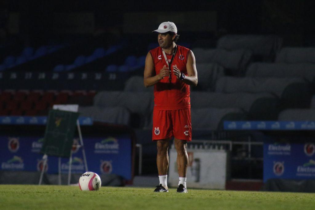 José Cardozo deja de ser entrenador de los Tiburones Rojos
