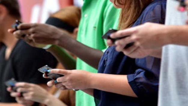 Uso desmedido de celulares puede dañar las manos