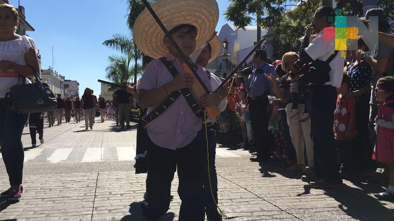 Más de mil 500 estudiantes participaron en desfile del 20 de Noviembre en Córdoba
