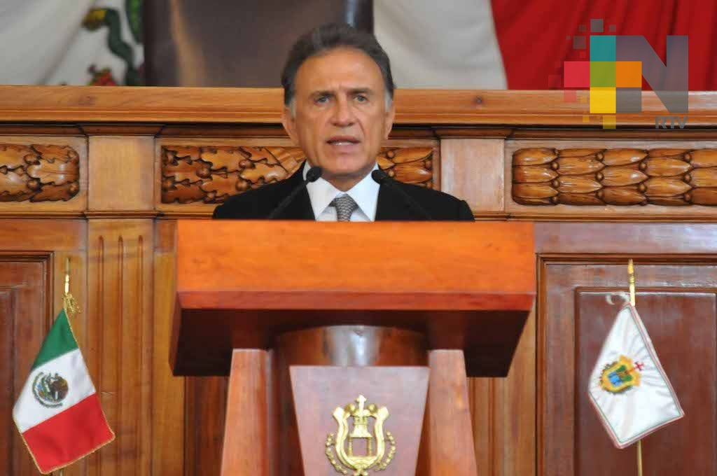 Seguridad, salud, educación, combate a pobreza, apoyo al campo y obra pública, prioridades en Presupuesto 2018: Yunes Linares