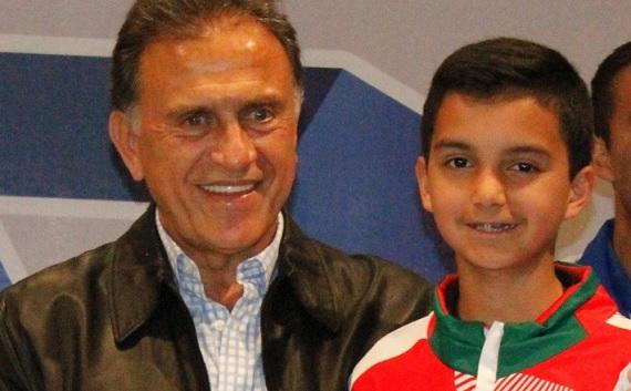 Enfocado Rogelio Castro para Latinoamericano Tenis de Mesa Sub 13